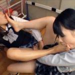 【女子校生レズ動画】学校の更衣室で足フェチの制服JKのレズビアンが足裏や足の指を美味しそうに舐め合いっこ♡