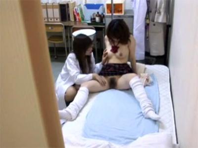 【盗撮レズ動画】保健室の先生とデキてる女子校生…大人の女性にいやらしく身体を弄られ気持ち良くて身も心も委ねる♡