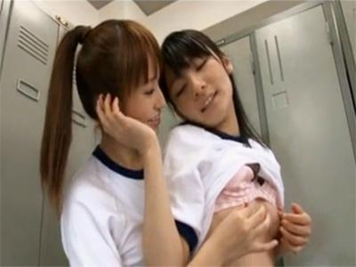 【女子校生レズ動画】ブルマ姿のJKレズビアンカップルが学校の更衣室でイチャイチャ…とろけるキスや愛撫で腰が抜けちゃう…♡