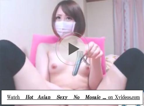 【無修正レズ動画】全裸にニーソックス姿のショートカットの貧乳お姉さんが指オナしてからおまんこにクスコを突っ込む♡