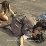 【レイプレズ動画】生理中の女子校生に襲いかかる2人の熟女レズビアン…ペニバンでおまんこを犯すと女性器は血塗れに…♡
