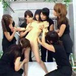【乱交レズ動画】レズビアンの集団がスペシャルメニューという名目でノンケのお姉さんを身体をおもちゃにする♡