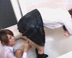 【女子校生レズ動画】お風呂で制服を着たままローションでヌルヌルと絡み合いローターで下着越しのおまんこをイジメる♡