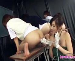 【SMレズ動画】スパンキングや浣腸で4人の教え子の女子校生のお尻やアナルをイジメる美人教師♡