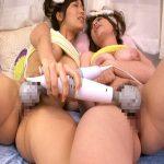 【AV女優レズ動画】「小島みなみ」と「奥田咲」が一緒にオナニー…興奮してくると電マでクリトリスや膣穴を責め合う♡