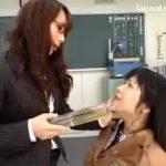 【女子校生レズ動画】教え子に出したての温かいおしっこを飲ませる体罰を与える鬼畜な美人教師♡
