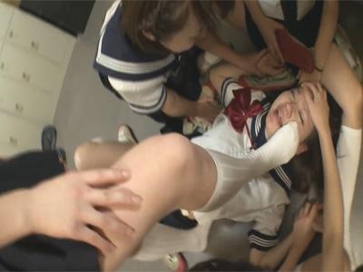 【レイプレズ動画】部室でノンケ下級生に上履きの匂いや足や腋下の匂いを嗅がせておしおきする上級生♡