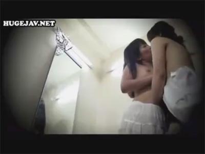 【レイプレズ動画】趣味と実益を兼ねて下着ショップで働く真性レズビアンが試着室でノンケ女子を襲う♡