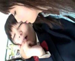 【レイプレズ動画】バス通学の女子校生を狙い毎日ピチピチの身体を痴漢し弄ぶ美熟女レズビアン♡