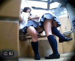 【盗撮レズ動画】公園の障害者用のトイレで女子校生カップルがイチャイチャするところを隠し撮り♡